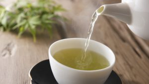 6 Super Anti-Aging Benefits of Green Tea