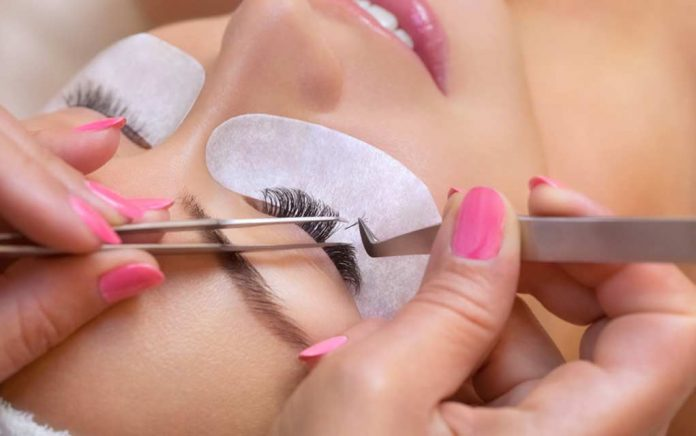 Beware: 4 Cautions About Eyelash Extensions!